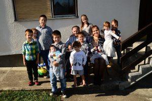 Maja Kovačević sa suprugom i 11 dece